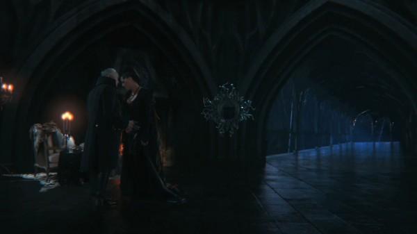 The Evil Queen's castle in black (S01E02)