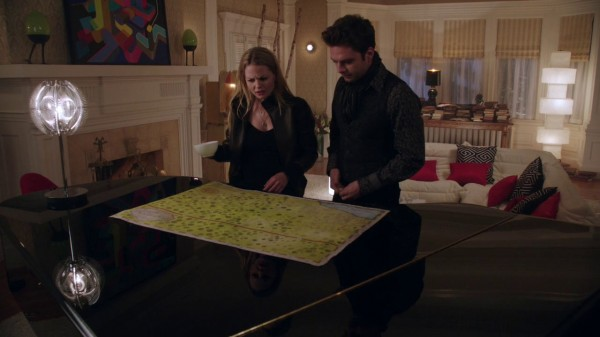 Jefferson and Emma with Storybrooke map-s01e17