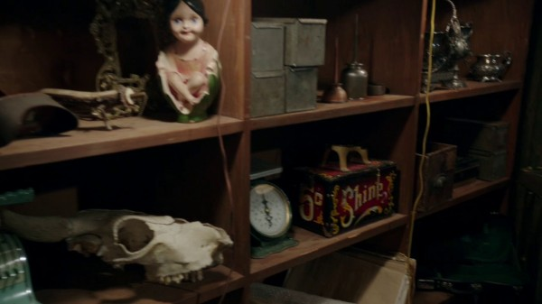 Box of Shine in Mr Gold's pawn shop (The Return-s01e19)