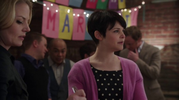 Couple dwarfs at Mary Margaret's party (The Return-s01e19)