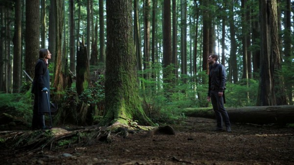 Mr. Gold and Sheriff Graham in the woods (The Heart Is a Lonely Hunter-s01e07)