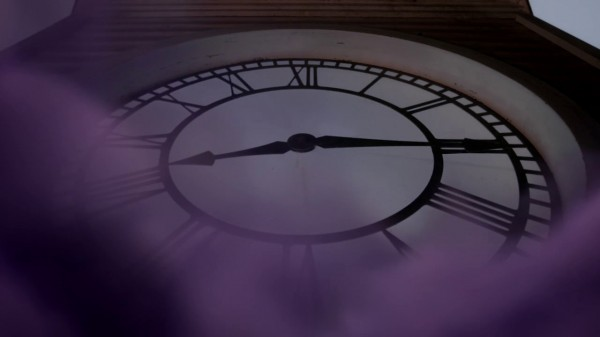 Storybrook clock at 8.15 as magic is returned (A Land Without Magic-s01e22)