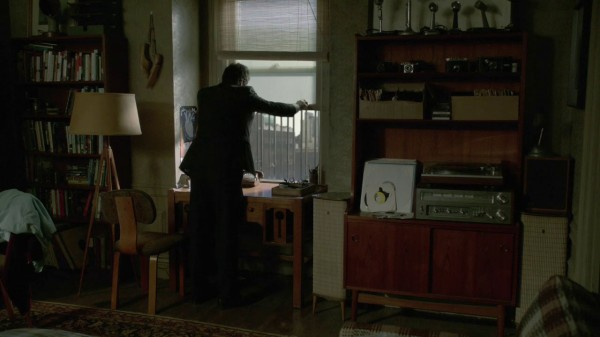 Neal's apartment in NYC with a Dreamcatch left of the window (Broken-2x01)