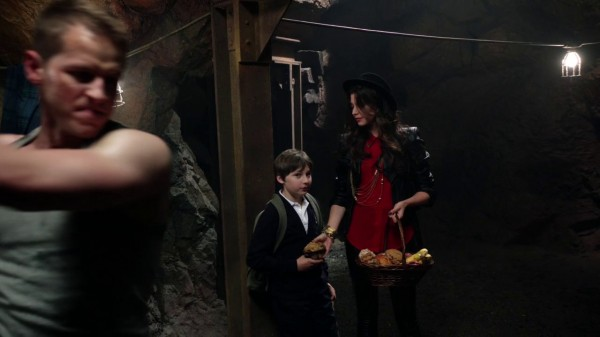 Ruby as Little Red Riding Hood with a basket of food (The Crocodile-2x04)