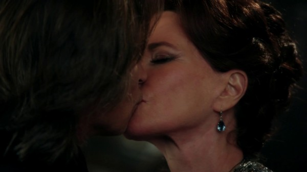 Mr Gold and Cora's kiss (In the Name of the Brother-2x12)-Once Upon a Time podcast