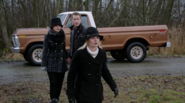 Emma, Mary Margaret, and David surprised (2x19-Lacey)-Once Upon a Time podcast