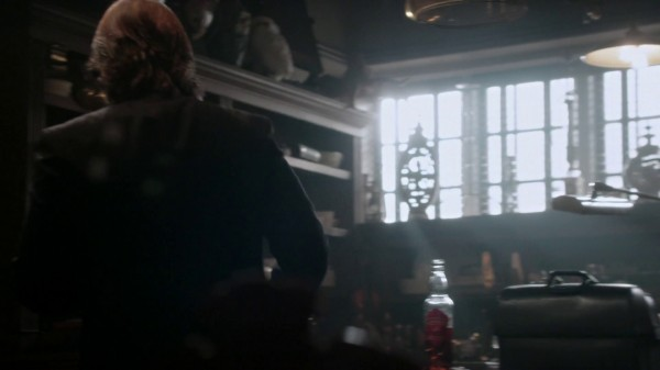 Magic spell in Mr Golds office (2x20-Second Star to the Right)