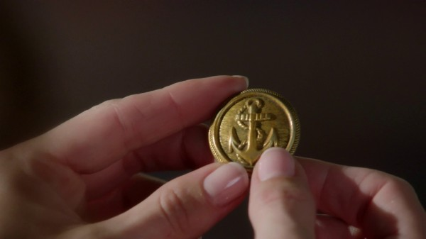 Ariel holds button from Prince Eric's jacket (3x07 Dark Hollow)