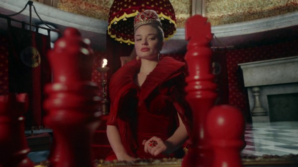 Once Upon a Time in Wonderland 1x04 The Red Queen Playing Chess Pawn