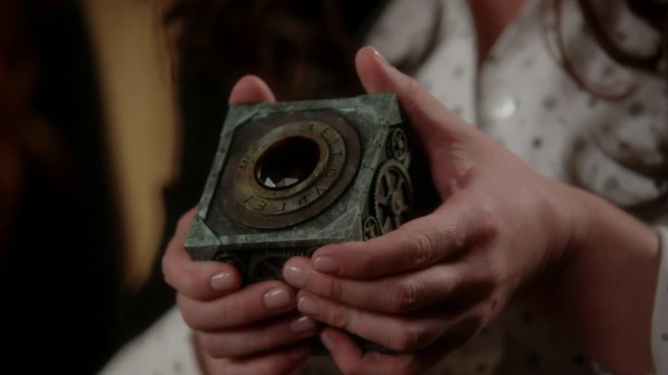Pandora's Box 1 (3x07 Dark Hollow)