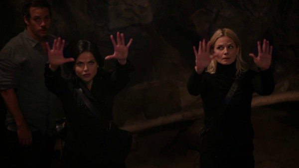 Regina and Emma workign their magic (3x08 Think Lovely Thoughts)