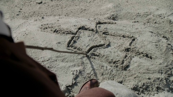 1x07 Bad Blood Jafar Draws in the sand conjuring a dragon