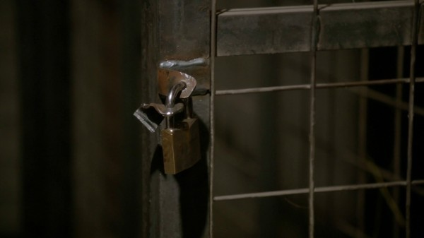 Broken keys on Rumple's cage (3x14 The Tower)