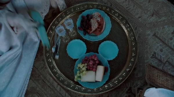 Hidden Mickey in Aurora's Plates (3x12 New York City Serenade)