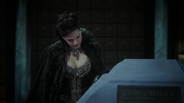Regina in Cora's Coffin Same as Henry Mill's Coffin- 3x13 Witch Hunt
