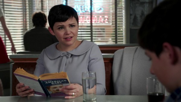Snow Reading The New American Baby - 3x13 Witch Hunt