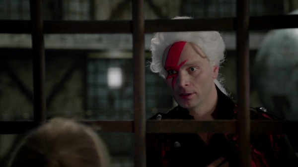 Tweedle Visiting Red Queen in Prison - 1x10 Dirty Little Secrets