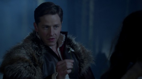 Charming gives Snow Snow Bells (3x19 A Curious Thing)