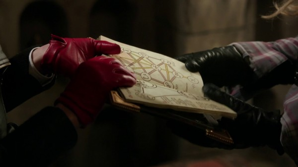 Elvish language in spell book (3x17 The Jolly Roger)
