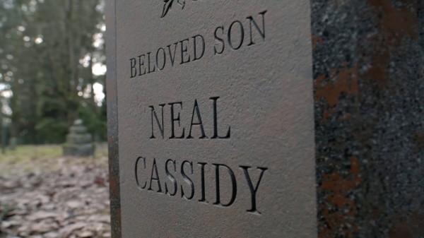 Neal's grave (3x19 A Curious Thing)
