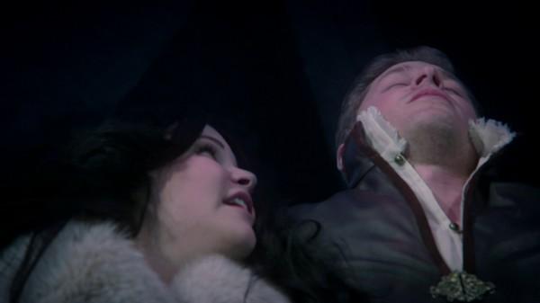 Snow lies next to dead Charming (3x19 A Curious Thing)