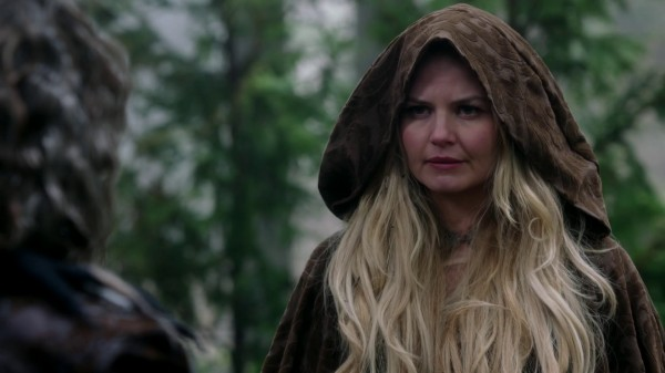 Emma in FTL clothes talking to Rumple - 3x22 There's No Place Like Home