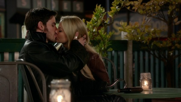 Hook and Emma Kiss Granny's Diner - 3x22 There's No Place Like Home