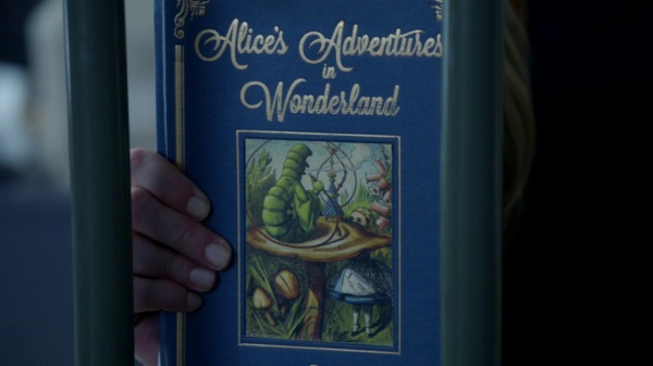 Once Upon a Time 2x04 The Apprentice - Alice's Adventures in Wonderland book
