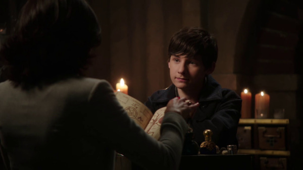 Once Upon a Time 2x04 The Apprentice - Henry and Regina in the vault