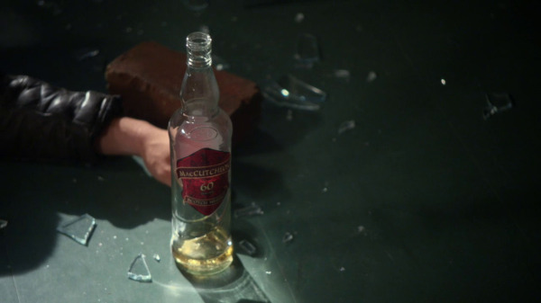 Once Upon a Time 2x04 The Apprentice - MacCutcheon beer