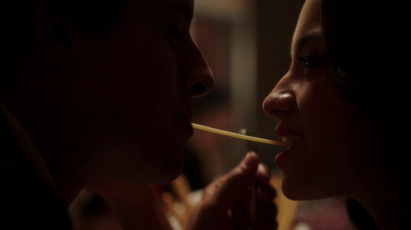 Once Upon a Time 2x04 The Apprentice - People sharing spaghetti