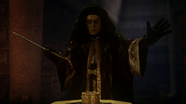 Once Upon a Time 2x04 The Apprentice - Zoso approaches the box