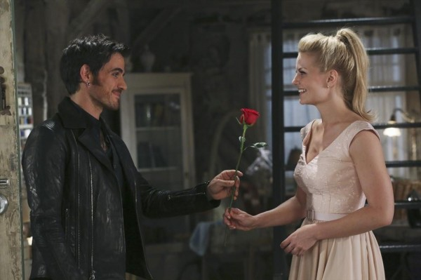 Once Upon a Time podcast 4x04 The Apprentice - Hook hands Emma a red rose on their first date