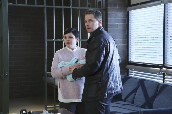 Once Upon a Time 4x09 Fall - Snow White and Charming in the Sheriff's Office with Baby Neal