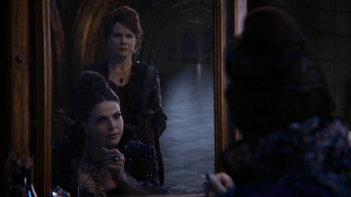 Once Upon a Time 4x21 Mother - Cora and Regina at Regina's bed chamber