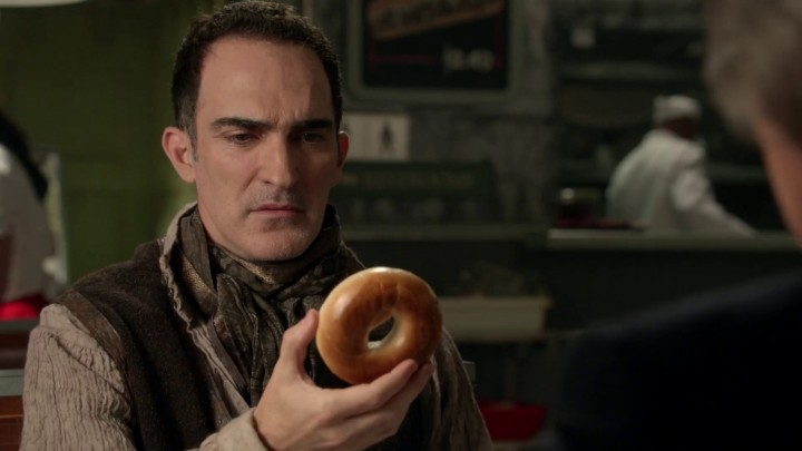 Once Upon a Time 4x21 Mother - Isaac holding a bagel Breakfast at Granny's