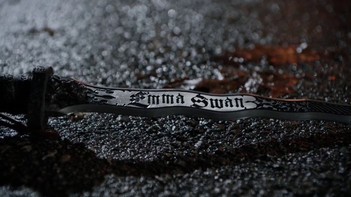 Once Upon a Time 4x22 Operation Mongoose - Dark One Emma Swan dagger