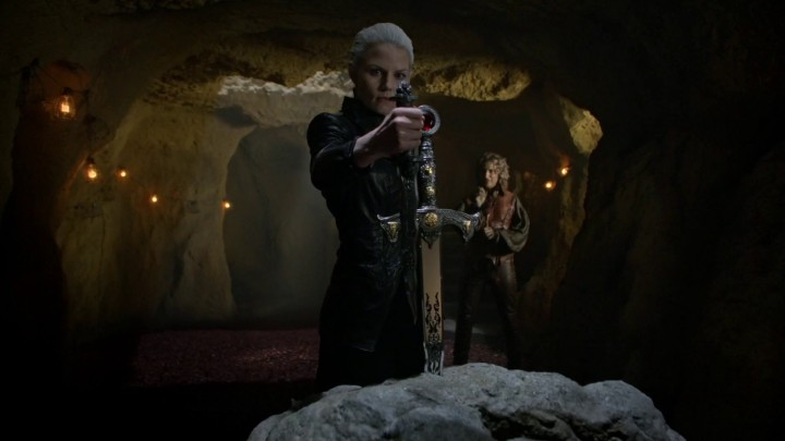 Emma with Excalibur and the Dark One dagger 5x02 The Price