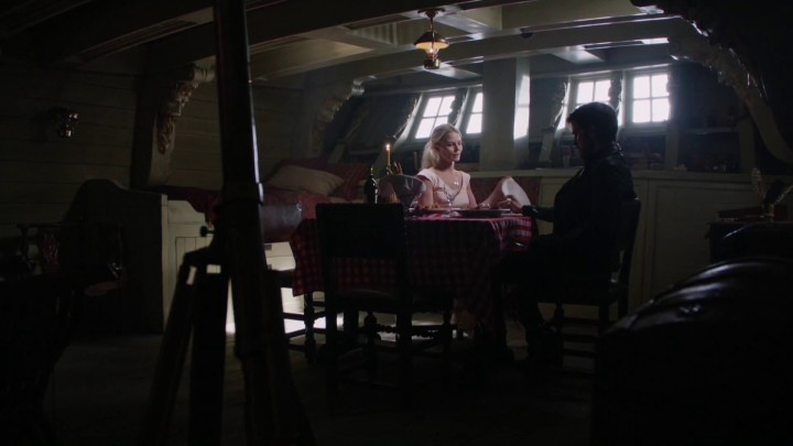 Once Upon a Time 5x03 Siege Perilous - Emma and Hook talking in the Jolly Roger