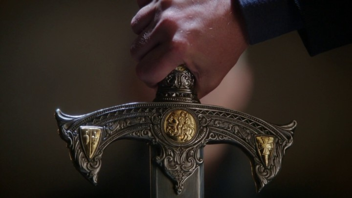 Once Upon a Time 5x06 The Bear and the Bow - Excalibur details before Rumplestiltskin pulls the sword from the stone
