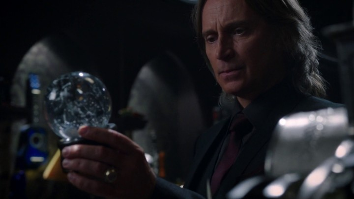 Once Upon a Time 5x08 Birth - Rumplestiltskin holds snow globe