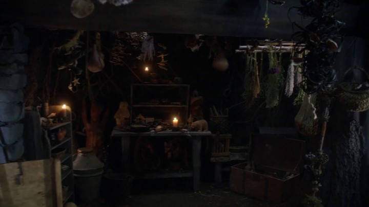 Once Upon a Time 5x09 The Bear King - Inside the Witch's Hut