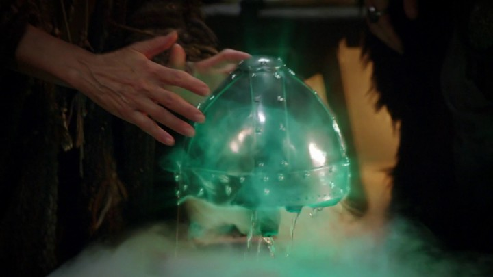 Once Upon a Time podcast 5x09 The Bear King - The witch enchanting the magical helm