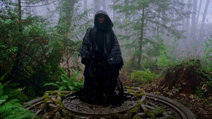 Once Upon a Time 5x10 Broken Heart - Hook awakes inside the Dark One vault