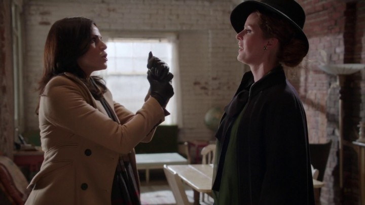 Once Upon a Time 5x10 Broken Heart - Regina brought Zelena to Baby Hood