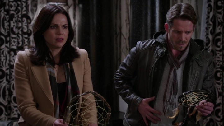 Once Upon a Time 5x10 Broken Heart - Robin holding his wound side as Emma returns their memories