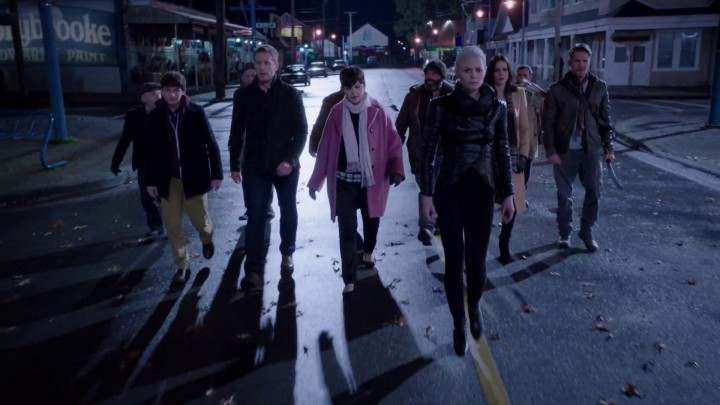 Once Upon a Time 5x11 Swan Song - Charmings with Regina, Robin and the dwarves walking main street Storybrooke finding Hook