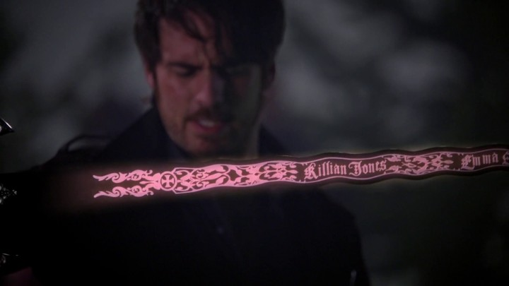 Once Upon a Time 5x11 Swan Song - darkness into Excalibur turns black