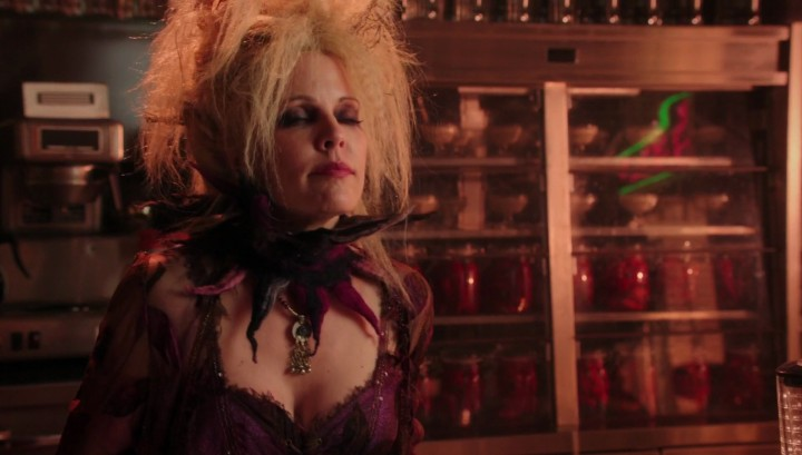 Once Upon a Time 5x12 Souls of the Departed - Blind witch in Granny's diner