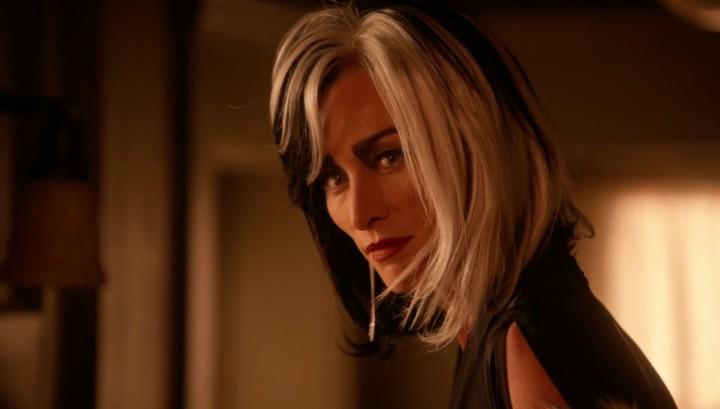 Once Upon a Time 5x14 Devil's Due - Cruella DeVil talks to Regina